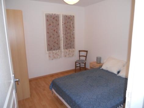 2-chambre2-espie-gez-HautesPyrenees.jpg