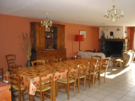 5-salleamanger-chambred-hotedubarry-pierrefittenestalas-HautesPyrenees.jpg