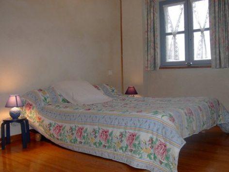 2-chambre2-centieu-salles-HautesPyrenees--2-.jpg