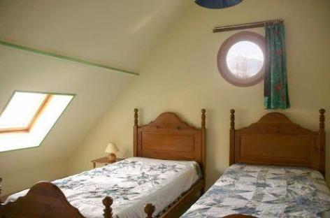 2-chambre2-valentin-ayzacost-HautesPyrenees.jpg