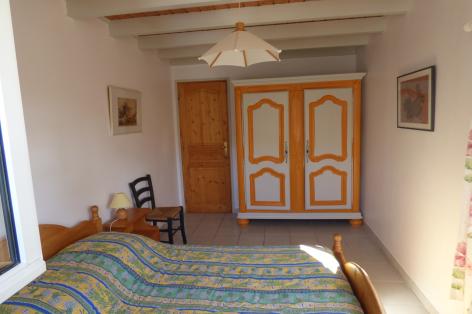 4-chambre2-valentin-ayzacost-HautesPyrenees-2.jpg
