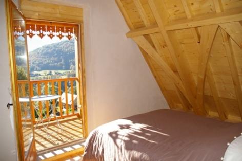 4-chambre1-vigneschaletisaby-ouzous-HautesPyrenees.jpg.JPG