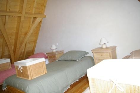 5-chambre2-vigneschaletisaby-ouzous-HautesPyrenees.jpg.JPG