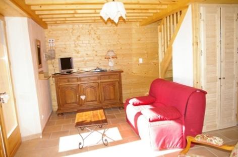 9-salon3-vigneschaletisaby-ouzous-HautesPyrenees.jpg.JPG