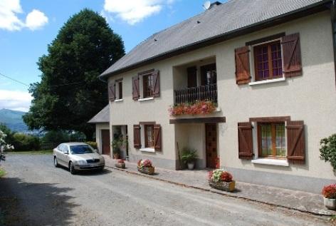 0-BOURREAC-GITE-LACRAMPE-Maison-cour.jpg