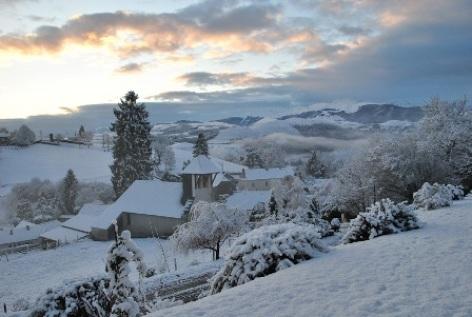 1-BOURREAC-GITE-LACRAMPE-Vue-du-village-en-hiver.jpg