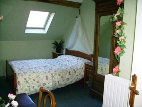 2-CHAMBRES-A-LOUER---Le-CAMPBIEILH-Chambre-1.jpg