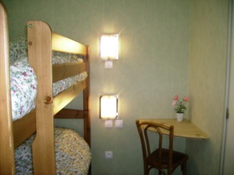 5-CHAMBRES-A-LOUER---Le-CAMPBIEILH-Chambre-1---vue-2.jpg