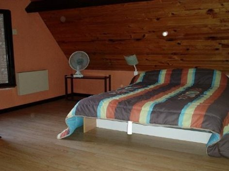 2-chambre-mengeolle-boosilhen-HautesPyrenees.jpg.jpg