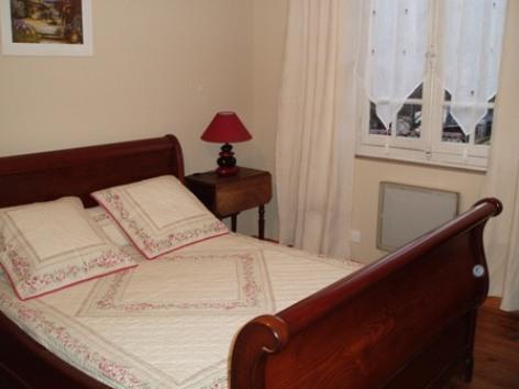 6-chambre2-longo-argelesgazost-HautesPyrenees.jpg
