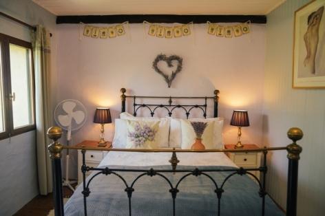5-lavande-room-bed-web.jpg