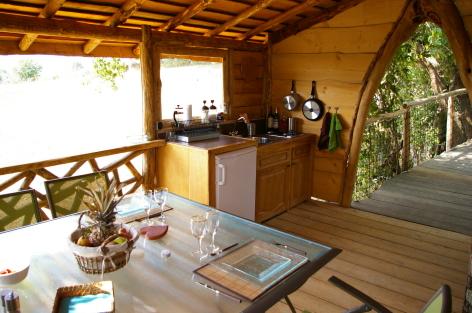 3-HPCH98---Cabane-perchee-VITZ---cuisine-2.JPG