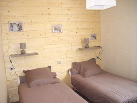 2-chambre2-castagne-grust-HautesPyrenees-2.jpg