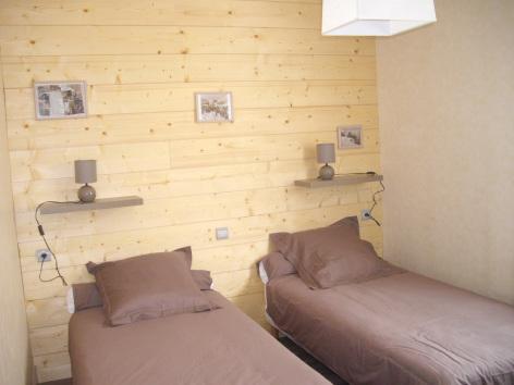 4-chambre2-castagne-grust-HautesPyrenees-2.jpg