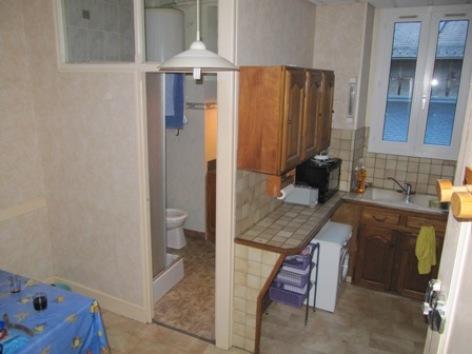 2-cuisine-et-salle-de-bain.JPG