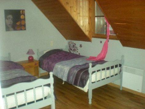 4-chambrenordest-roquand8pers-arcizansavant-HautesPyrenees.jpg.JPG