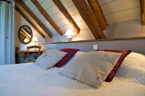 2-chambre2-mahe-artalenssouin-HautesPyrenees.jpg