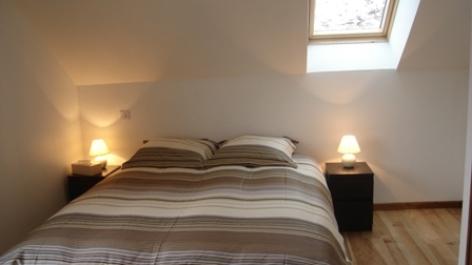 4-chambre1-simmons-ayrosarbouix-HautesPyrenees.jpg