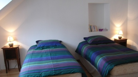 5-chambre2-simmons-ayrosarbouix-HautesPyrenees.jpg