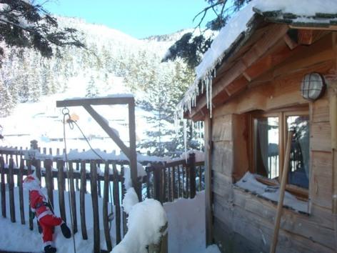 13-HLOMIP065V5002H6-cabane-perchee-sous-la-neige.jpg