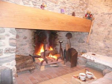 2-cheminee-maury-argelesgazost-HautesPyrenees.jpg