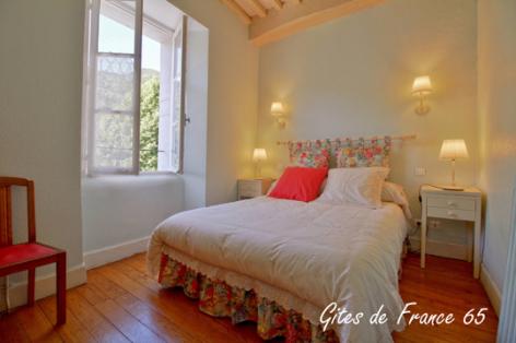 4-chambre1-sarthe-arrasenlavedan-HautesPyrenees.jpg