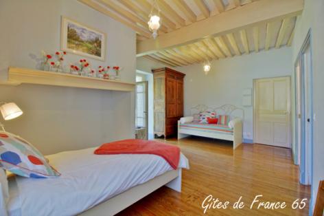 6-chambre2-sarthe-arrasenlavedan-HautesPyrenees.jpg