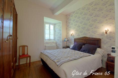7-chambre3-sarthe-arrasenlavedan-HautesPyrenees.jpg