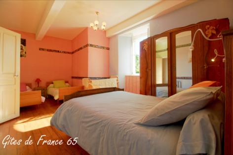 9-chambre5-sarthe-arrasenlavedan-HautesPyrenees.jpg