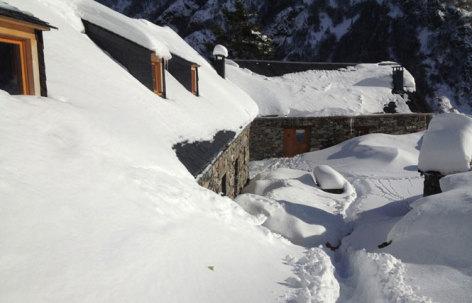 14-CAUSSIEU-Francis-Grange-8-12-pers-exterieur-neige.jpg