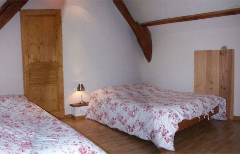 7-CAUSSIEU-Francis-Grange-8-12-pers---chambre-3.jpg