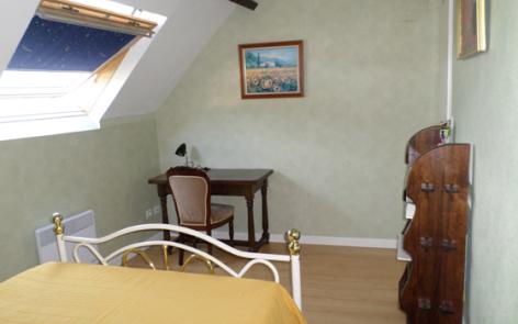 5-mourroux-chambre1-argelesgazost-HautesPyrenees.jpg
