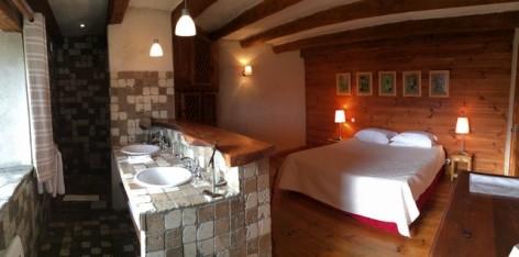 11-HPCH41---La-Ferme-de-Soulan---Chambre-1-et-salle-d-eau.jpg