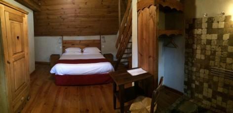 12-HPCH41---La-Ferme-de-Soulan--Chambre-4-et-salle-d-eau.jpg