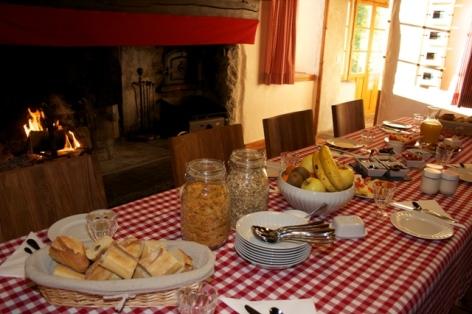 6-Salle-petit-dejeuner-diner-WEB.jpg