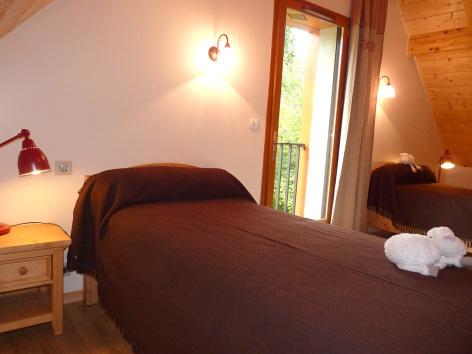 5-chambre2-tilloles-bun-HautesPyrenees.jpg