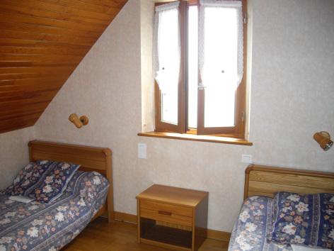 4-chambre2-castagne-grust-HautesPyrenees-3.jpg