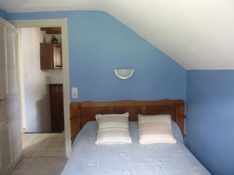 3-chambre1-dumont-esterre-HautesPyrenees.jpg