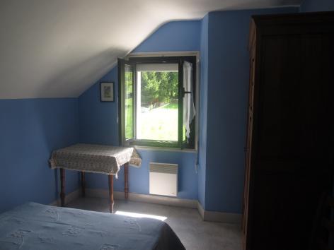 4-chambre2-dumont-esterre-HautesPyrenees.jpg