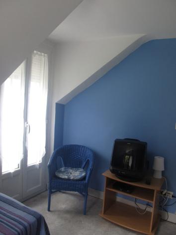 6-chambre4-dumont-esterre-HautesPyrenees.jpg