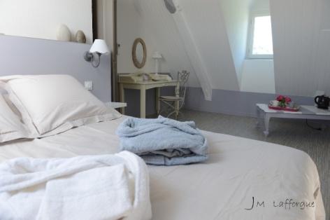 12-HPCH117---CH-LA-BIGOURDINE---ESCOUBETS-POUTS---Chambre-Romance-5.JPG