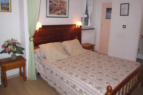 1-chalet-basque-studio-chambre.jpg