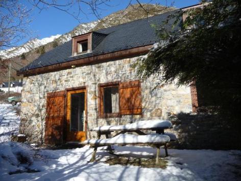 1-Bergerie-1ext-hiver-Hameau-Ecureuils-Binchet.jpg