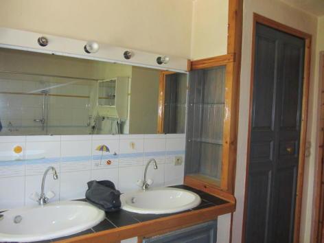 7-salle-de-bain-rdc-2.jpg