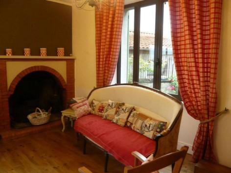 9-HPG132-La-Toucouero-salon-cheminee.jpg
