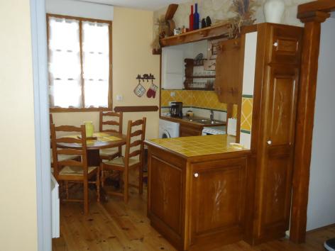 2-cuisine-vergeborderolle-esquiezesere-HautesPyrenees.jpg