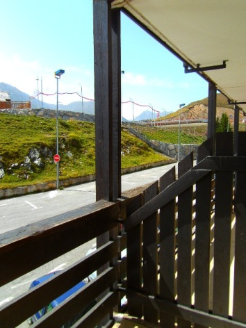 5-PERALTA-ARMAZANII-201-vue-balcon-acces-aux-pistes.JPG