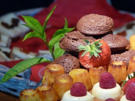 24-HPG140---Le-Closier---dessert-buffet.jpg