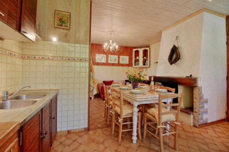 2-cuisine1-accornero-esquiezesere-HautesPyrenees.jpg