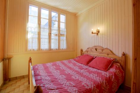 2-chambre1-accornero-esquiezesere-HautesPyrenees.jpg